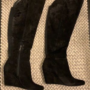 Wedge suede boots